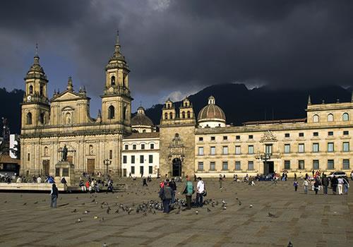 Age of Empires III en nuestras ciudades. Plaza-de-Bolivar